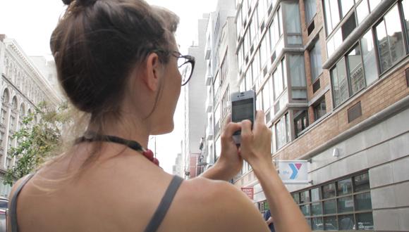 photo of a girl using Architextour