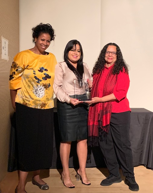 Karen Hunter (left) and Blanca Vázquez (right) present Maria Luisa Imbachi with her Aronson Award for Undergraduate Journalism. PHOTO: Rich Mendez