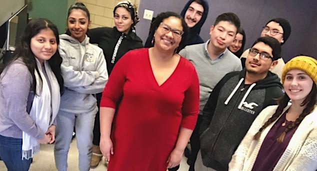 Veteran journalist Stephanie Siek visiting with Hunter News Literacy students.