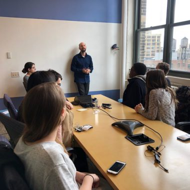 WNYC transit reporter Stephen Nessen (at center, left), hosted Hunter journalism students and Professor Sissel McCarthy (at center, right), discussing his beat and sharing tips on getting good vox pops.